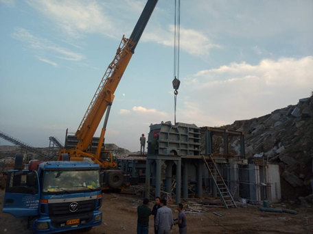 Shandong Rizhao's 800-ton crushing production line is being installed and commissioned.